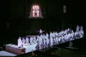 Celkový pohled na scénu 2. aktu © Jochen Quast