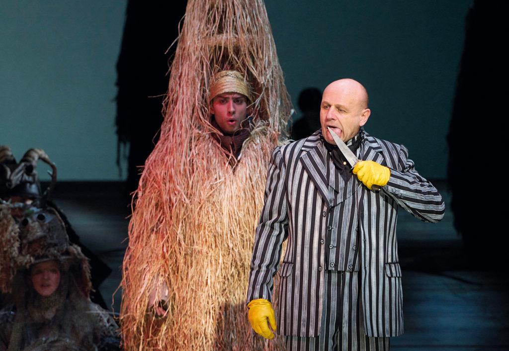 Dumitru Madarasan (Comus), Oliver Stokowski (Osmond) © Herwig Prammer